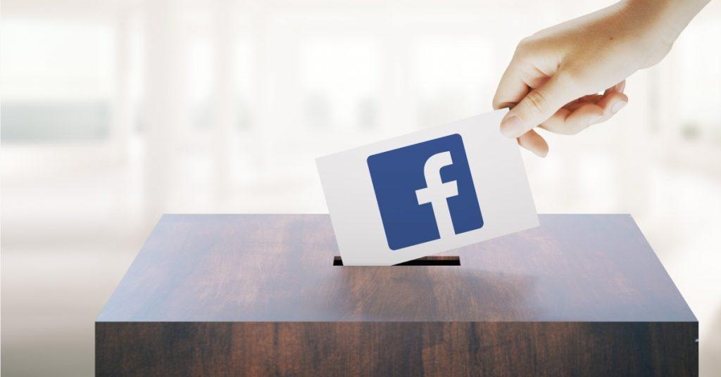 פתק עם לוגו פייסבוק מוכנס לתוך קלפי